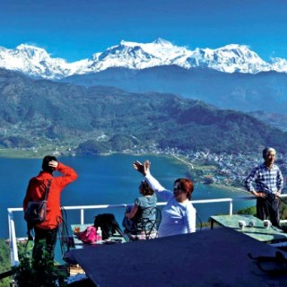 tourists-in-pokhara